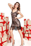 Dünne dünne Zahl moderner modischer Mantel des Abendmakes-up, Kleidungssammlung, Brunette, Geschenkkästen der schönen jungen sexy Stockfoto
