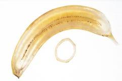 Dünne Querscheibe der Banane mit Schale Stockfotos
