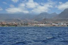 Dünne Wolken an einem sonnigen Sommertag in Costa Adeje, Teneriffa, Kanarische Inseln Stockbilder