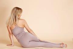 Dünne Zahl des schönen jungen sexy blonden Athleten der Frau perfekten Lizenzfreie Stockfotografie