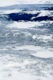 Dünnes Eis und blaues Wasser Stockfotos