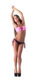 Dünnes langbeiniges Mädchen, das im stilvollen Badeanzug aufwirft Stockfotos