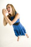 Dünnes Mädchen, das Pommes-Frites isst Stockfotografie