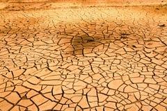Dürrenboden im trockenen Fluss Stockbild