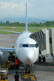 Düsenflugzeug auf Asphalt Lizenzfreie Stockbilder
