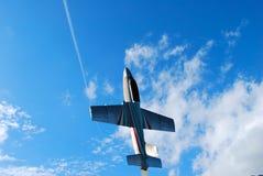 Düsenflugzeug, das vertikal startet Stockfotos