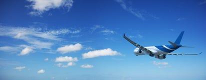 Düsenflugzeug gleich nach Start Lizenzfreies Stockbild