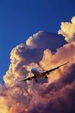 Düsenflugzeug im Flug stockbilder