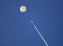 Düsenflugzeug zum Mond Lizenzfreies Stockfoto