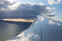 Düsenflugzeugflügel mit Panama-Stadt Lizenzfreies Stockbild
