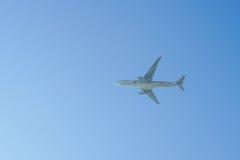 Düsenflugzeugstart von Hong Kong International Airport Lizenzfreie Stockbilder