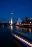 Düsseldorf bij Nacht Royalty-vrije Stock Afbeelding