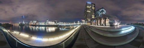 Düsseldorf en la oscuridad Imágenes de archivo libres de regalías