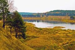 Düsterer Herbst auf den Querneigungen des Volga Lizenzfreies Stockbild