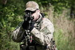 dążący nieprzyjacielski żołnierz Zdjęcie Royalty Free