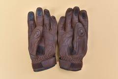 Dębne brown rzemienne rękawiczki dla jechać bicykl lub motocykl Obraz Royalty Free
