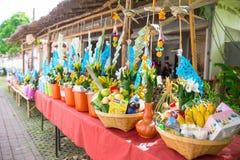 Dębnego Kuay Salak festiwalu Północny Tajlandzki rytuał któremu d żywności, kosztowności rzeczom ludzie i michaelita i świątynia obrazy stock