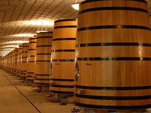 dębowy zbiorników bedni wino fotografia royalty free
