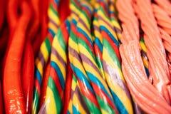 Dłudzy kolorowi cukierki i dziąsła zdjęcie stock