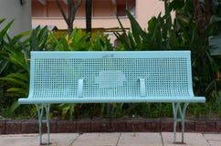 Długa metal ławka z Błękitną farbą Fotografia Stock