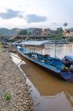Długa ogoniasta łódź na Kok rzece w Tajlandia Obraz Royalty Free