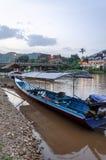 Długa ogoniasta łódź na Kok rzece w Tajlandia Fotografia Stock