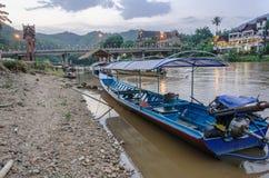 Długa ogoniasta łódź na Kok rzece w Tajlandia Zdjęcie Stock