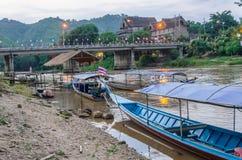 Długa ogoniasta łódź na Kok rzece w Tajlandia Zdjęcia Stock