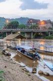 Długa ogoniasta łódź na Kok rzece w Tajlandia Obrazy Royalty Free