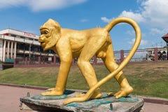 Długa ogoniasta kraba łasowania makaka małpy statua Zdjęcie Stock