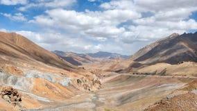 Długa Pamir autostrada M41, nabierający Tajikistan w Sierpień 2018 nabierającym hdr zdjęcia royalty free