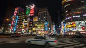 Długa ujawnienie fotografia ludzie przy Kabukicho w Shinjuku, rozrywce i czerwone światło okręgu, Tokio, Japonia zdjęcie royalty free