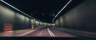 Długa ujawnienie fotografia w poruszającym samochodzie Obraz Stock