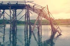 Długi drewniany most ja łamający w Tajlandia Obraz Royalty Free