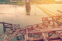 Długi drewniany most ja łamający w Tajlandia Zdjęcia Stock