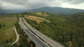 Długi most i widok górski w Włochy zdjęcie wideo