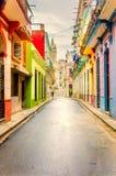 Długi przesmyk, pusta ulica w starym mieście z kolorowymi domami Obrazy Stock