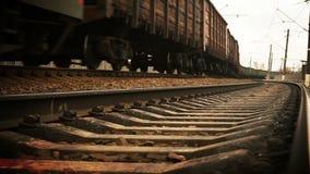 Długi sowiecki era pociągu towarowego przyjazd zbiory wideo