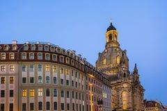 Długi ujawnienie Neumarkt kwadrat Frauenkirche kościół Nasz dama w Drezdeńskim na jasnej nocy i, miasto kwadrat Historyczny archi Fotografia Royalty Free