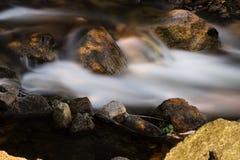 Długi ujawnienie strumieni Aguas Calientes Peru Ameryka Południowa Z Fotografia Royalty Free