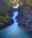 Długi ujawnienie strzał Stemplowa rzeka Spada w Portowym Alberni, BC zdjęcia stock
