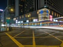Długi ujawnienie strzelał Salisbury Drogowy skrzyżowanie z Nathan drogą w Hong Kong zdjęcia stock