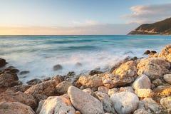 Długi ujawnienie wizerunek na skalistej plaży, Lefkada wyspy, Grecja Obraz Royalty Free
