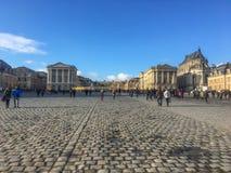 Długi widok Versailles pałac w Francja na pogodnym zimy popołudniu Zdjęcie Stock