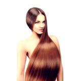 długie włosy fryzury Włosiany salon Moda model z błyszczącym włosy obrazy royalty free