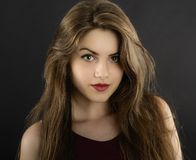 Długie włosy młoda kobieta z ciemnym makeup Zdjęcie Royalty Free