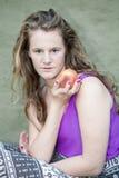 Długiego blondynu młodej kobiety modela naturalny styl Obrazy Royalty Free