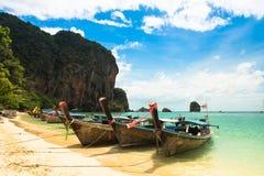 Długiego ogonu łódkowata tropikalna plaża, Krabi, Tajlandia Obraz Royalty Free