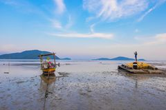 Długiego ogonu łódkowaty parking w morzu Zdjęcia Stock