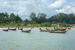 Długiego ogonu łodzie przy Ao Nammao molem w Krabi, Tajlandia Zdjęcia Royalty Free